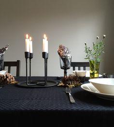 Pyhäinpäivän kunniaksi innostuin tekemään juhlavan, syksyisen kattauksen. Ostin Hemtexistä ehkä noin kuukausi sitten kauniita syksyisia lautasliinoja, joiden värimaailma ja sen käyttö sisustuksess...