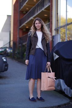 Mandy Blouin blue midi skirt leather tote seattle street style fashion it's my darlin'