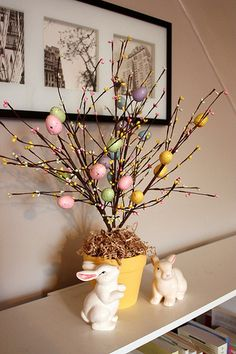 How to make an Easter Tree Things are finally starting to feel a little like Spring around here, which means that its time to get some Easter decorations out! This year I decided to make a little Easter Tree to put on the bo… Easter Tree Decorations, Diy Party Decorations, Easter Table, Easter Party, Easter Projects, Easter Crafts, Valentine Crafts, Easter Ideas, Tree Branch Centerpieces