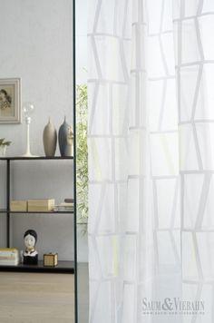 NEON de Saum | Vision Collection: Hilos cortados dan forma a un visillo geométrico. / Fils tallats donen forma a un visillo geomètric.