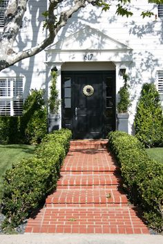 house crushes in Newport Beach 2019 love the walkway to street The post house crushes in Newport Beach 2019 appeared first on Landscape Diy. Outdoor Walkway, Brick Walkway, Brick Path, Front Walkway, Front Steps, Front Yard Landscaping, Outdoor Decor, Landscaping Ideas, Walkway Ideas