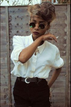 Round sunglasses were a bit before their time in the 90s//* 90s fashion, simplicity in fashion, borrowed from the 80s, 1990s, retro style, black fashion