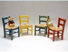 Baby sedia bambini in legno - Sedia per bambini stile retrò, con struttura in legno e seduta in paglia.    Colori disponibili: Blu, giallo, verde, rosso.  Dimensioni: L 31 P 30 H 50 cm  Altezza seduta: 28 cm    Prodotto artigianale di alta qualità  Interamente realizzato in Italia.