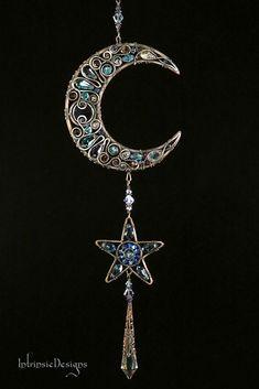 Moon and Star Swarovski Crystal Suncatcher. Copper Wire Crafts, Copper Wire Art, Bijoux Wire Wrap, Wire Wrapped Jewelry, Sea Glass Jewelry, Crystal Jewelry, Jewelry Crafts, Jewelry Art, Jewellery