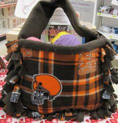 team no sew fleece tote bag ...using plastic canvas for stability. instructions available at JoAnn website