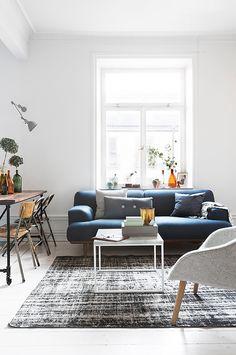 Un salon très lumineux avec des touches vintage