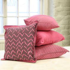 Pinkit tyynynpäälliset  #puttipaja #sisustusverkkokauppa #tunnelmaa #tyynynpäällinen #tyyny #sisustustyyny #pinkkiä