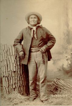 Geronimo, Photograph by George A. Native American History, Native American Indians, Native Americans, Trail Of Tears, Cowboys And Indians, Painted Pony, Geronimo, Inspiring People, Interesting History
