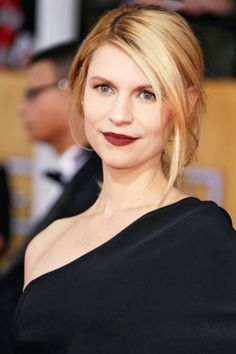 Deep, wine-soaked lips on Claire Danes at the SAG Awards 2013. And look at her hair!