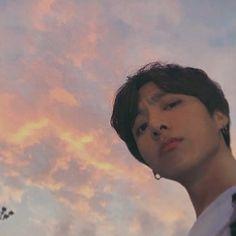 His face when people say Jungkook oppa Jungkook Selca, Foto Jungkook, Bts Taehyung, Foto Bts, Jungkook Cute, Jungkook Oppa, Bts Bangtan Boy, Namjoon, Seokjin