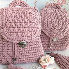 Discover thousands of images about Crochet Pretty Easy Backpack - Tutorial (Beautiful Skills - Crochet Knitting Quilting Crochet Beach Bags, Free Crochet Bag, Knit Crochet, Crochet Handbags, Crochet Purses, Bag Patterns To Sew, Crochet Patterns, Backpack Tutorial, Mochila Crochet