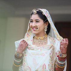 bridal jewelry for the radiant bride Indian Bridal Outfits, Indian Designer Outfits, Indian Dresses, Rajasthani Lehenga, Rajasthani Bride, Indian Sarees, Rajputi Jewellery, Indian Wedding Couple Photography, Rajputi Dress