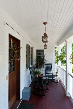 Marvelous-Front-Porch-Candles-fashion-New-York-Traditional-Porch-Inspiration-with-bead-board-beadboard-deck-door-wreath-entrance-entry-front-door-lanterns-mahogany-milk-box.jpg (660×990)