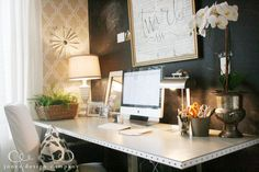 Trash to Treasure: Statement Desk – Chic Home Office Design Home Office Space, Home Office Design, Office Decor, Office Ideas, Diy Interior, Interior Design, Built In Desk, Home Trends, New Room