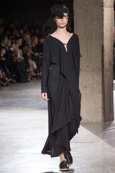 Yohji Yamamoto Spring 2018 Ready-to-Wear  Fashion Show Collection