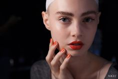 Aquilano Rimondi S/S 2013 Clean Face/ Matching Bold lips and nails.probably on a neutral or b/w outfit. Fashion Show Makeup, Nail Fashion, Milan Fashion, Love Makeup, Makeup Looks, Orange Lips, Orange Red, Vogue, Pretty Hands