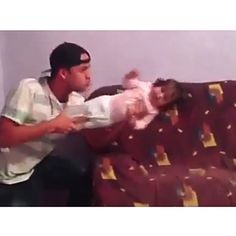 This is what happens when you leave the kids alone with dad - Witzig - Best Humor Funny Funny Vid, Funny Clips, Wtf Funny, Funny Facts, Stupid Funny, Videos Funny, Funny Cute, Funny Jokes, Memes Humor