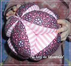 Hoy me gustaría mostraros cómo hacer esta pelota de patchwork, es muy sencilla y queda bastante resultona. Además es ideal para ...