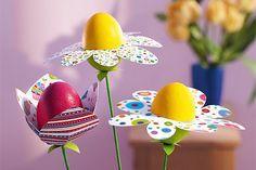 Man nehme Styroporeier, etwas Tonkarton und Farbe: Im Nu zaubern Sie daraus hübsche Frühlingsblumen. Viel Spaß beim Basteln mit Styropor-Eiern! © 2013 Christophorus Verlag