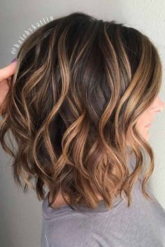 50 Gorgeous Wavy Bob Hairstyles with an Extra Touch of Femininity Wavy Brown Lob With Caramel Balayage Girls with long wavy hairstyles are the envy of a…Fille Bob Ulzzang WavyUn carré wavy très chic Wavy Bob Hairstyles, Gorgeous Hairstyles, Pixie Haircuts, Layered Haircuts, Wavy Updo, Wedding Hairstyles, Trendy Hairstyles, Medium Length Wavy Hairstyles, Japanese Hairstyles