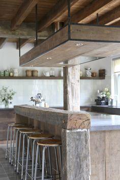 Keuken gemaakt van oud hout in combinatie met oude plavuizen  Grote voorraden hout en plavuizen bij Jan van IJken Oude Bouwmaterialen in Eemnes  www.oudebouwmaterialen.nl