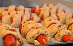 innbakte pølser usteikte Hot Dogs, Sausage, Meat, Baking, Ethnic Recipes, Food, Kids, Young Children, Boys