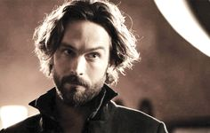 Looks between Ichabod and Abbie make me happy