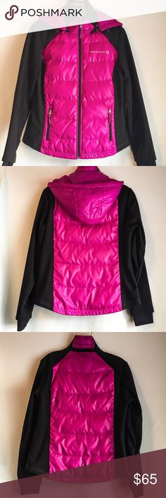 Free Country Hybrid Jacket for Wind! Rain and Snow Pre-loved. Worn occasionally in the cold Seattle wind/rain and Eastern Washington pelting snow. Mid-weight. Personally loved this as any North Face, Spyder or owned. I received a new North Face and making closet  space! This jacket is warm and keeps the wind out! It is a slim fit so does not look boxy. The overall jacket is filled with a thin down layer so it's great for fall and spring; also can throw a shell over the top for skiing on…