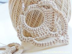 crochet earrings tutorial, with pics and instructions in italian. the pics are so clear that you wouldn't need google translator. Riciclo Creativo - Craft and Fun.