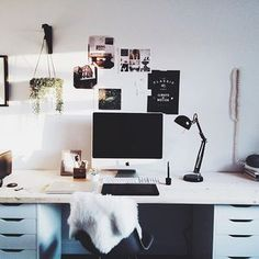 Feeling motivated to crush my to-do list today.  Happy hump day from my office to yours!  #humpday #takemassiveaction #werk #studio #officespace #minimal #minimalist #blackandwhite #interiors #interiorstyling #interiorstylist #loveonsunday #freelancelife #liveauthentic