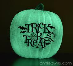 Glow in the Dark Vinyl Pumpkins  Silhouette Project   Lab Hands #Halloween