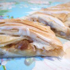 Appel-roomkaas gebak met kaneel, rozijnen en een glazuurlaag / apple-creamcheese pastry with raisins, cinnamon and vanillaglaze - Het keukentje van Syts