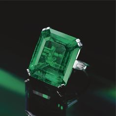 EMERALD AND DIAMOND RING, HARRY WINSTON, 1977 The emerald-cut emerald weighing 29.63 carats, flanked by 2 tapered baguette diamonds, mounted in platinum