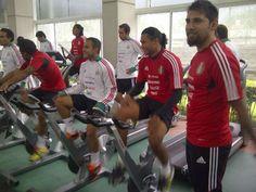 Antes de entrenar se preparan en el gimnasio