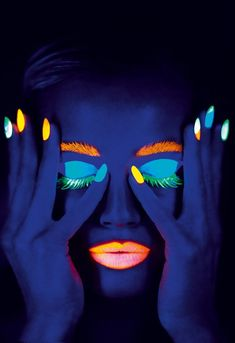 About the mystery black light color - party, history and more - Decoration Solutions : black light color from the tube Neon Lights Photography, Neon Photography, Neon Painting, Light Painting, Tinta Neon, Neon Face Paint, Light Shoot, Photomontage, Abstract Art