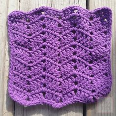 Chevron dishcloth - this blog has a few different dishcloth patterns - knitted and crocheted