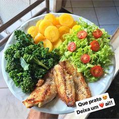 Que delícia de prato 😋😋 Créditos Healthy Life, Healthy Eating, Salad Recipes, Healthy Recipes, Food Goals, Diet Snacks, Meal Planning, Clean Eating, Food And Drink