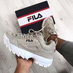 A Fila me deixa toda boba kk Sneakers Mode, Cute Sneakers, Sneakers Fashion, Fashion Shoes, Shoes Sneakers, Sneakers Workout, Sock Shoes, Shoe Boots, Basket Style
