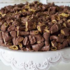 Smashkake Norwegian Recipes, Norwegian Food, Cake Recipes, Goodies, Candy, Chocolate, Sweet Like Candy, Sweets, Schokolade