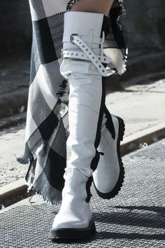 fashion week shoes trends, latest shoes shoes fashion boot trend,women boots celebrity shoes runway shoes fashion week shoes runway