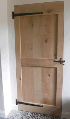 Shed Doors, House Doors, Wood Bedroom, Bedroom Doors, New England Farmhouse, Building A Cabin, Light Colored Wood, Decor Home Living Room, Wooden Posts