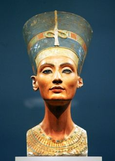The bust of Nefertiti on display atthe Neues Museum (New Museum) in Berlin, Germany. One archaeologist believes Nefertiti's long-lost final resting place is hiddenbehind a wall in King Tut's tomb. Ancient Egypt Art, Old Egypt, Ancient Artifacts, Ancient History, Art History, Nefertiti Bust, Egyptian Queen Nefertiti, Egyptian Art, Egyptian Queen Names