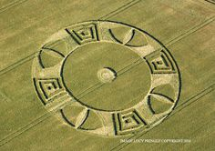 Crop Circle at Ox Drove, Nr Wylye Wiltshire. Crop Circles, Cloud Drawing, Nazca Lines, Laser Art, Aliens And Ufos, Circle Design, Circle Art, Ancient Mysteries, White Horses
