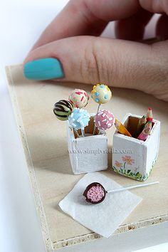 OHHHHH, minature food! wow soo much details in these <3