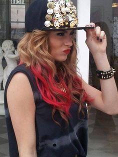 ₩.₩ omg love all the hair the cap the t shirt all