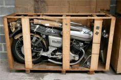 11 motos neuves du milieu des années 70 découvertes dans un magasin belge