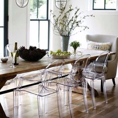 dining room The Louis ghost chairs make the most fabulous dining chairs Ghost Chairs Dining, Dining Room Chairs, Dining Area, Kitchen Dining, Louis Ghost Chairs, Clear Chairs, Estilo Tropical, Ikea Chair, Upholstered Chairs