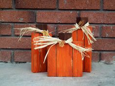 Pumpkin Trio wood blocks; another idea for those pumpkin blocks. Looks like the sections were just drawn on. Also I like the raffia (cheaper than wire, but the wire is cute too!)