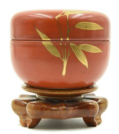 A GILTED BAMBOO LEAVES CORAL BOX - QING PERIOD Matcha, Bamboo Leaves, Japanese Tea Ceremony, Tin Containers, Lathe Projects, Coral And Gold, Tea Caddy, Chinese Art, Japanese Art