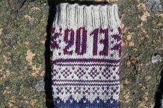 Sokkene blei laget til Norsk Sokkedille 2011. Som blei avslutta før de kom så langt at mønsteret mitt blei brukt. Nå legger jeg det ut gratis i stedet. Så er det gjort.